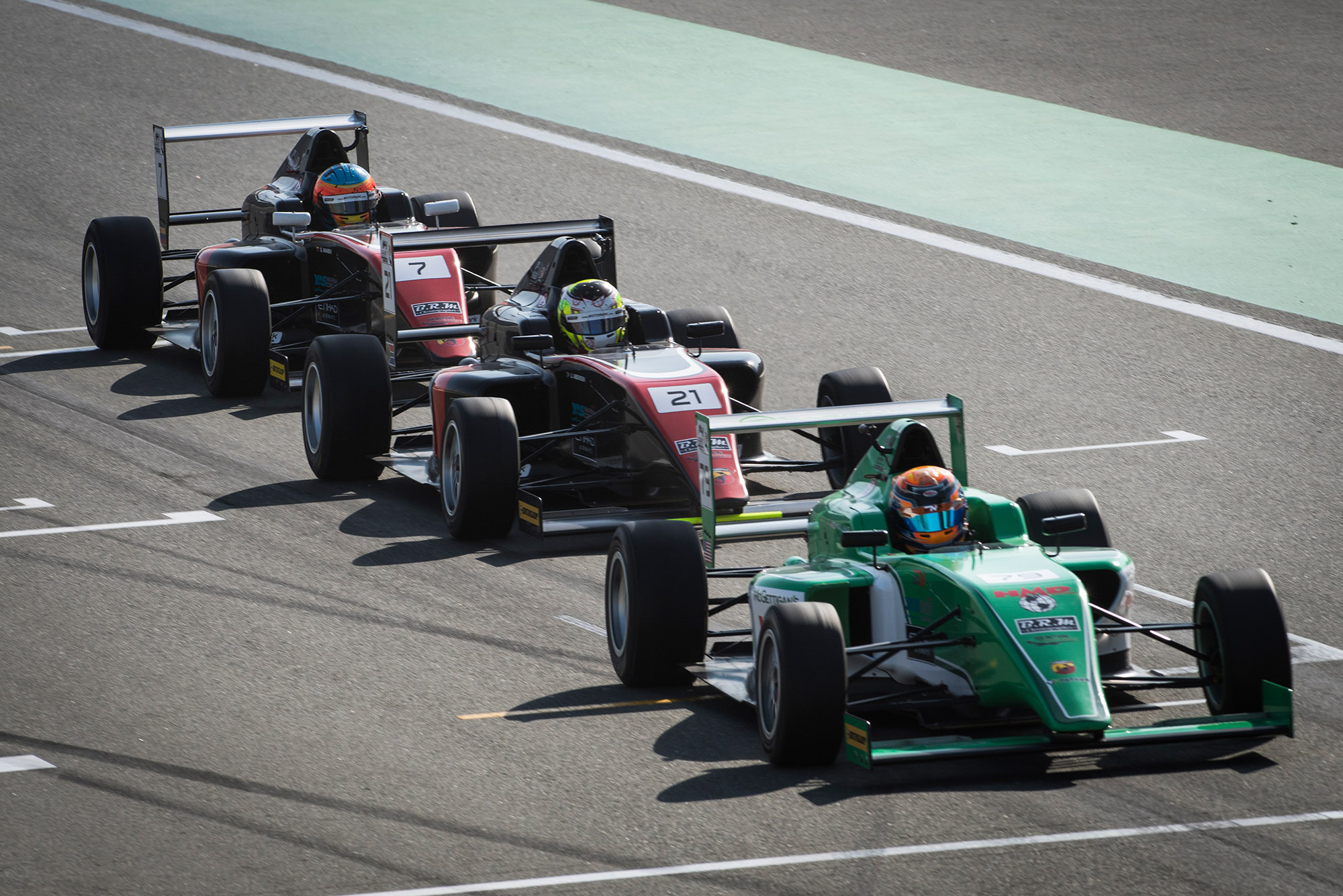 F4UAE Round3 Malukas ahead of Team Motopark