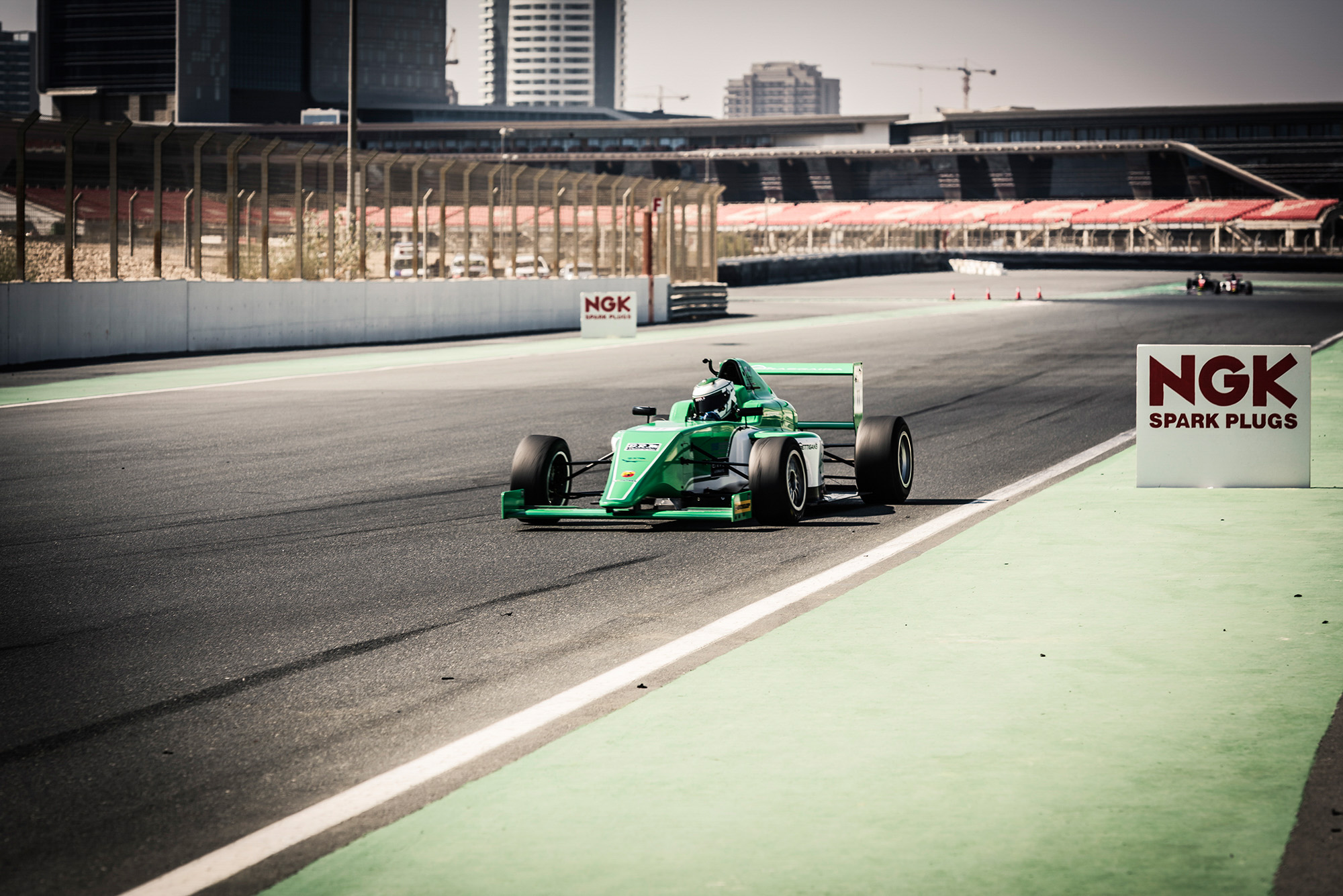 F4UAE_ROUND1_James_Roe.jpg