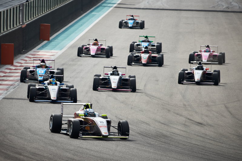 2019F4UAE Rnd4 Race 1