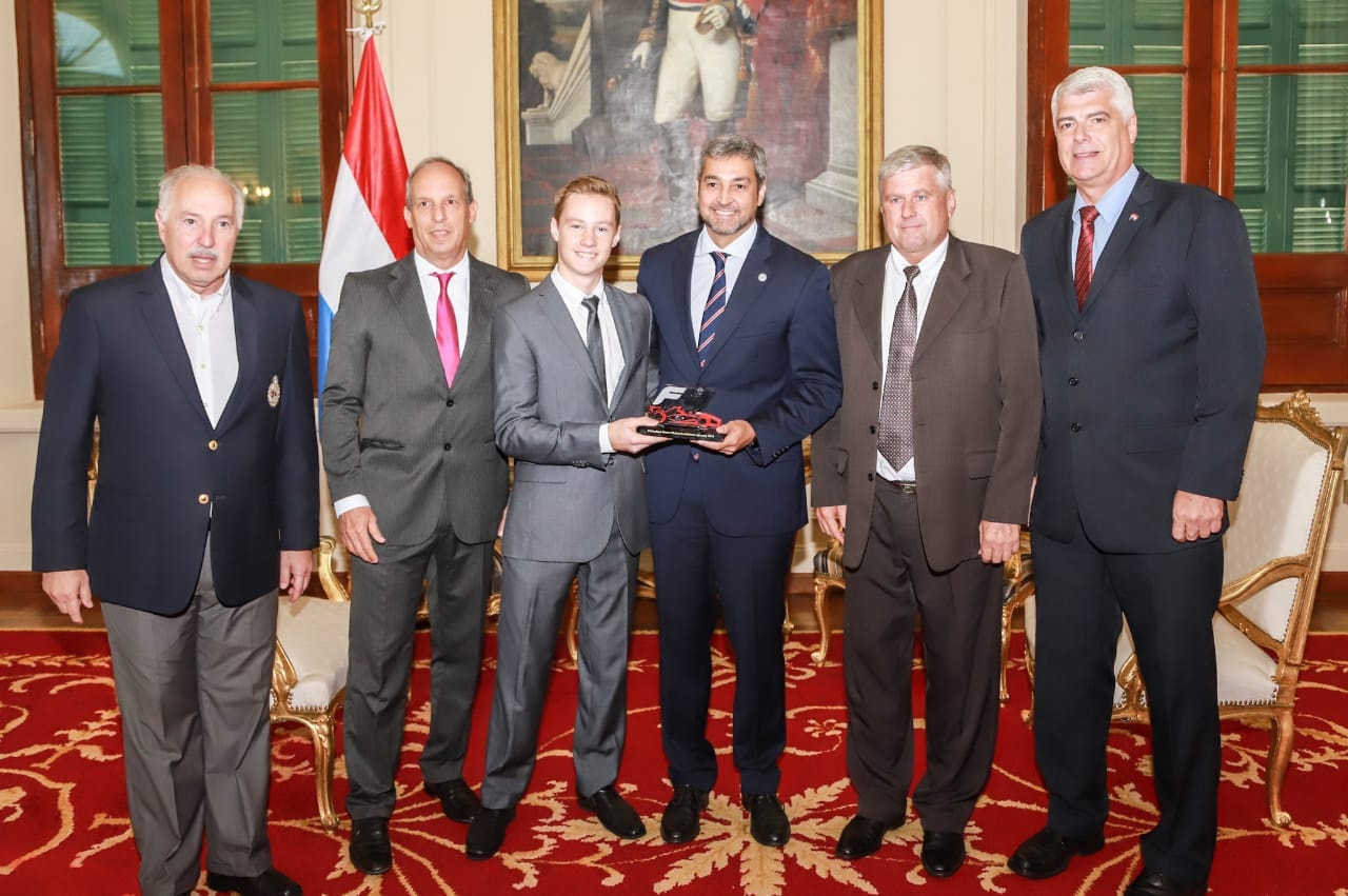FIRST-TIME RACE WINNER JOSHUA DÜRKSEN MEETS PARAGUAY PRESIDENT